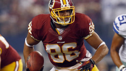 ARLINGTON, TX - OCTOBER 13:   Jordan Reed #86 of the Washington Redskins carries the ball against the Dallas Cowboys at AT&t Stadium on October 13, 2013 in Arlington, Texas.  (Photo by Tom Pennington/Getty Images)