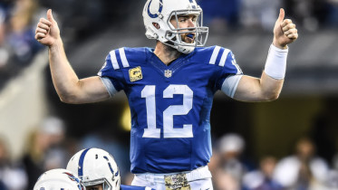 1120_andrew-luck-titans-thumbs-up_622