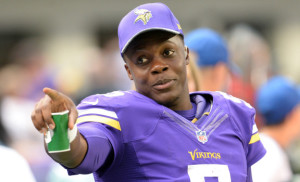 Minnesota Vikings quarterback Teddy Bridgewater gestures to a teammate from the sidelines in the fourth quarter at U.S. Bank Stadium on Sunday, August 28, 2016.(Pioneer Press: John Autey)